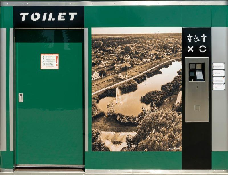 Okos WC, nyilvános WC dekorfolia fotókkal